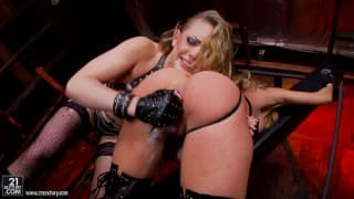Kagney Linn Carter and Amy Brooke is lesbo porn