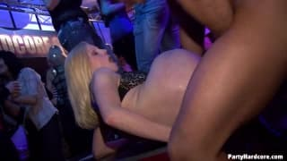 Some amateurs suck cock at a night club