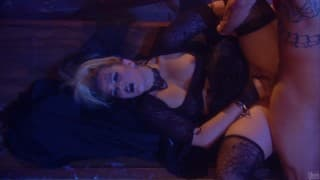 Alexis Texas deeply penetrated as she digs!