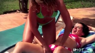 Hotgold - Sexy lesbians by the pool