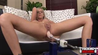Kaylee Hitlon enjoys a good double masturbation