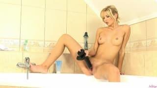 Gorgeous blonde masturbates in the bath