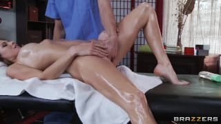 Jenni Lee has a relaxing sensual massage today