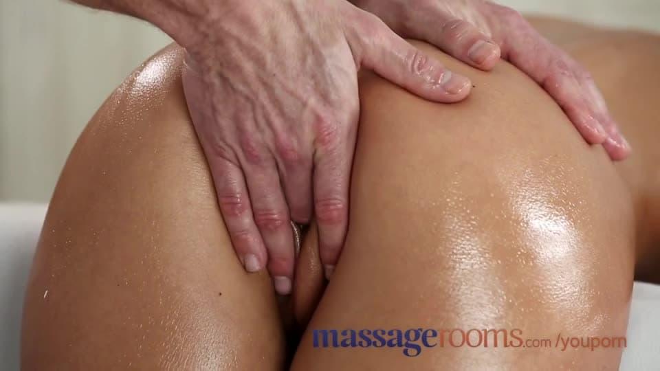 Yummy stud gets massaged