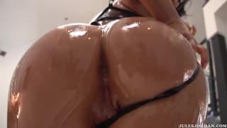 A tasty sexy scene with Asa Akira!