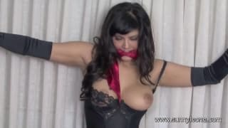 Sunny Leone likes to be tied up!