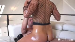 A slippery sex session with London Keyes