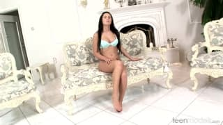 Antonia uses her new sextoy to masturbate