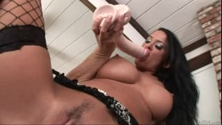 Savannah Stern likes to use her huge dildo