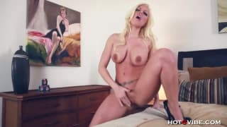 A sex toy test with the sexy Britney Amber