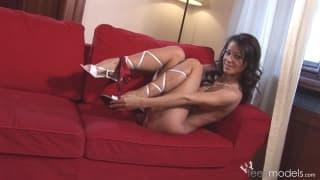 Melissa is a hot brunette who loves pleasure