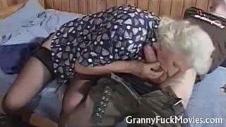 Grandma loves to feel a penetration!