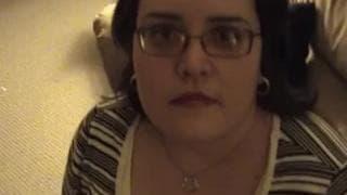 This amateur chubby woman sucks in pov