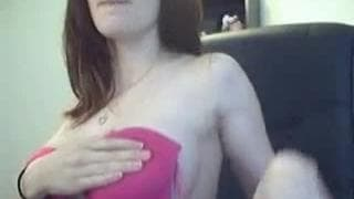This horny woman wants to show her body