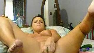 She's a milf who likes to fuck herself