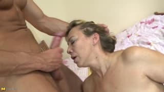 This mature blonde wants to enjoy fucking