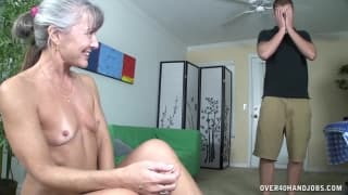 This mature woman is amazing at handjobs!