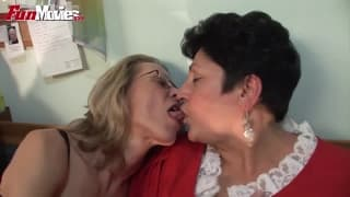 Marga and Gundi Moll lick each other out