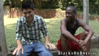 Bradley Wood gives his ass to a black guy