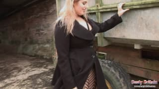 Raphaella Lily is ready to masturbate!