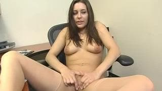 Gracie Glam shows us how to use a sex toy