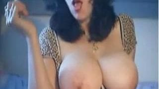 This sexy bitch has a hot cunt to masturbate