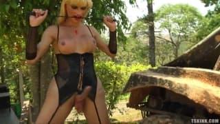 Thayla Oliveira masturbates outdoors