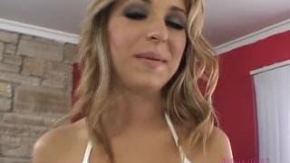Jaelyn Fox enjoys oral sex today!
