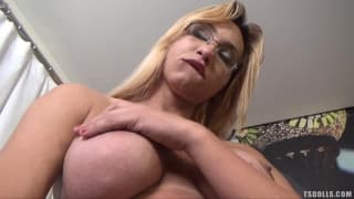 Michelle Pimenta is an exciting transsexual