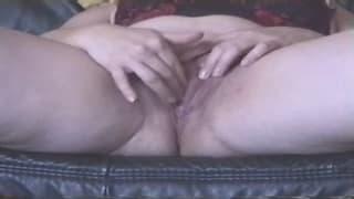 Fat mature woman masturbates hard