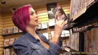 Anna Bell Peaks has some gloryhole fun!