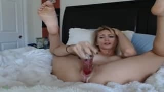 Super hot blonde makes her pussy cum!