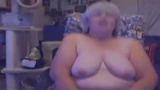 Mature BBW in front of the webcam!