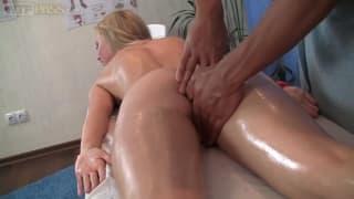 Ariana has an erotic massage to enjoy