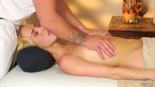 Cadence Lux enjoys this massage