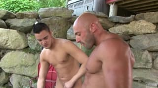 Two pornstars outsite for somes blowjobs