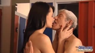 Eva Strauss loves to fuck old men
