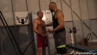 Two macho men who love to fuck in the gym