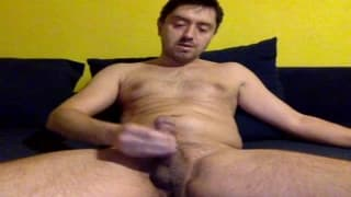 A gay dilf who loves to wank on camera