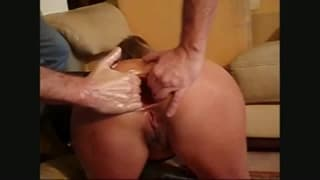An amateur fist fucking for us to enjoy