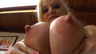 Dee Siren shows her huge juicy tits on camera