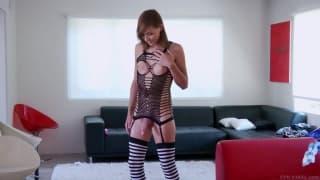 Sienna Grace shows us her hot ass