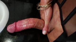 Laura Ferraz loves to masturbate