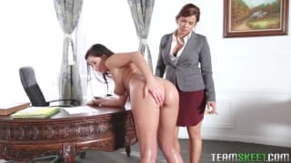 Keisha Grey and Karlee Grey love licking