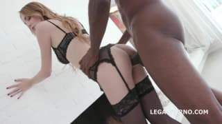Slut in the middle of a hot gangbang