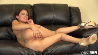 Vanessa Veracruz caresses her pussy