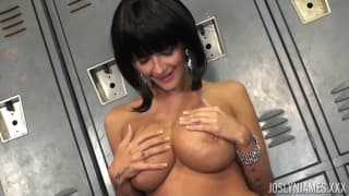 This Milf is gagging for her friend's pussy