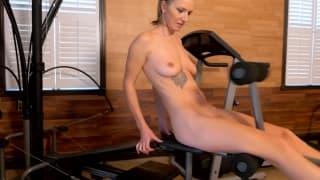 Alina Lubov masturbates naked in the gym