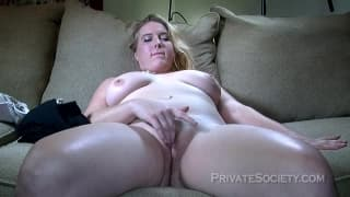 Bbw fingers herself on the sofa in this casting
