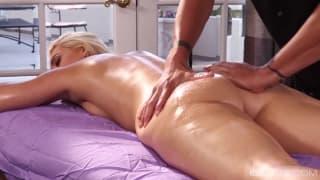 AJ Applegate gets the kinkiest massage